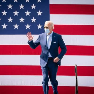 Популярность Байдена в США стремительно падает и мира