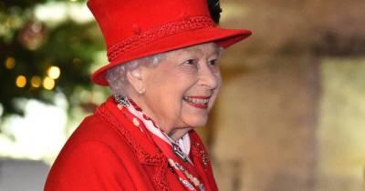 Улыбка во все зубы: появились фото Елизаветы II после смерти принца Филиппа (фото)
