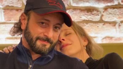«Мы очень счастливы»: Авербух прокомментировал беременность Арзамасовой