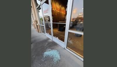 В ресторан ворвался грабитель. Его владелец предложил подозреваемому работу