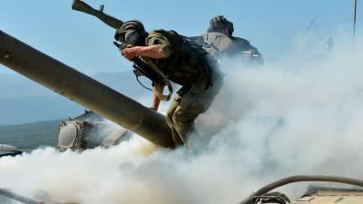На территории воинской части в Дагестане загорелся танк
