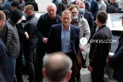 Медведчук прибув до суду для обрання міри запобіжного заходу: як це було