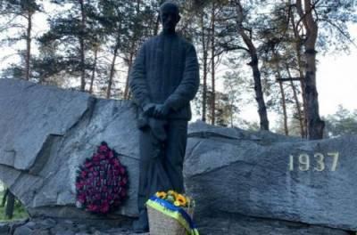 День памяти жертв политических репрессий: Зеленский пообещал защищать свободу украинцев