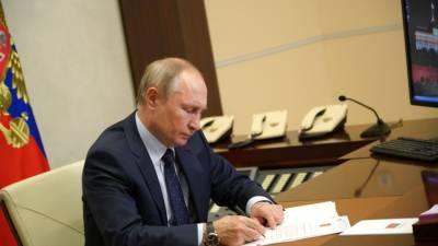 Путин еще на год продлил срок госслужбы Юрия Чайки