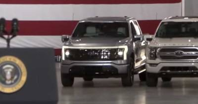 Президент США Джо Байден провел тест-драйв нового электропикапа Ford в Мичигане