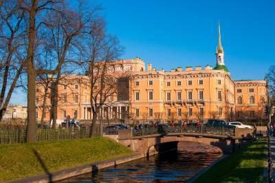 Четыре зала Михайловского замка открыли после реставрации в Петербурге