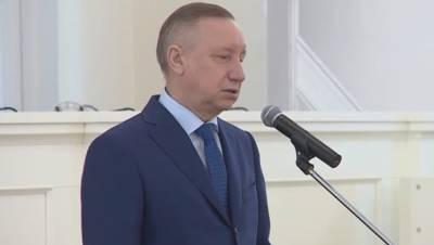 Губернатор Петербурга предстал перед публикой в новом образе