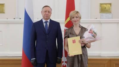 Губернатор Петербурга предстал перед публикой без усов
