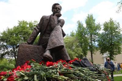 Памятник Андрею Сахарову открыли в Сарове Нижегородской области