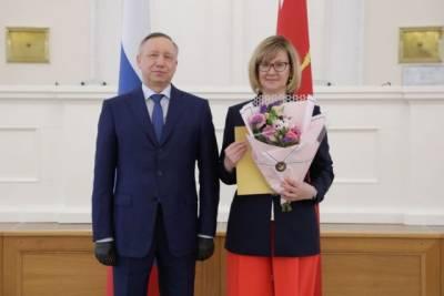 Петербургский губернатор Беглов появился на публике без усов