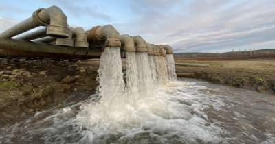 Российское судно бурит скважины в Азовском море, чтобы найти пресную воду для Крыма