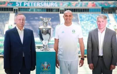Давид Трезеге привёз в Петербург главный европейский футбольный трофей