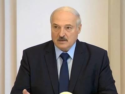 В петербургском парламенте разгорелась дискуссия вокруг Лукашенко, которого оппозиционные депутаты назвали «полоумным диктатором»