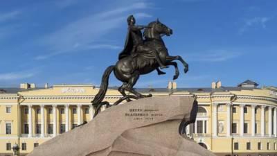 Губернатор Петербурга возложил цветы к Медному всаднику
