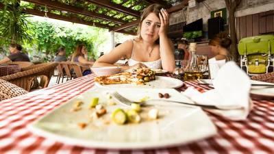 Психолог назвал способы борьбы с перееданием