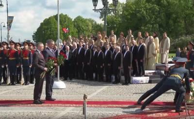 День города в Петербурге начался с возложения цветов к «Медному всаднику»