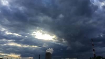 МЧС предупредило о грозе и усилении ветра в Москве