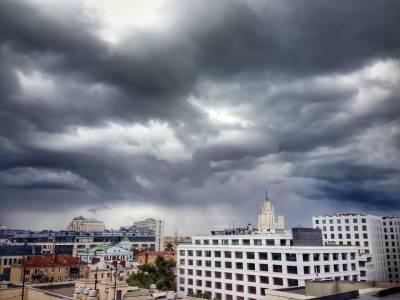 МЧС предупредило москвичей о грозе с сильным ветром