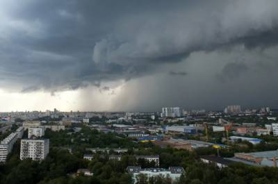 МЧС предупредило москвичей о грозовых дождях и ветре
