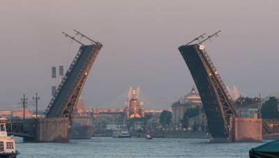 В ночь на субботу Дворцовый мост разведут на час раньше