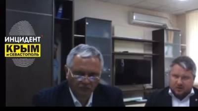 В Крыму на совещании с Аксеновым из шкафа вышел человек