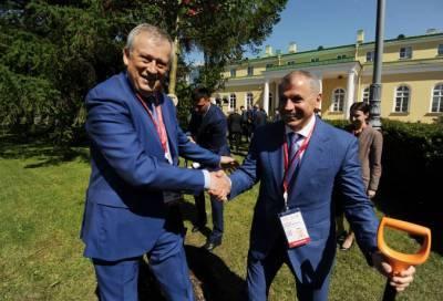 Александр Дрозденко и участники экоконгресса высадили боярышник в знак сотрудничества