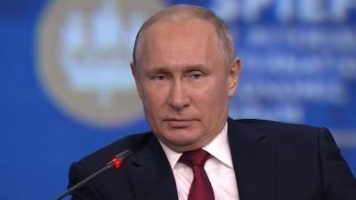 Москва. Кремль. Путин. На экономическом форуме в Петербурге ожидается объемное выступление Путина