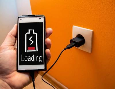 Эксперты перечислили простые способы продлить работу аккумулятора смартфона без подзарядки
