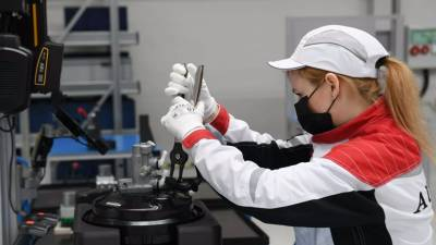 Мантуров назвал сроки запуска производства внедорожника Aurus