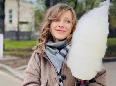 Лиза Арзамасова скрывает округлившийся живот под оверсайз-одеждой