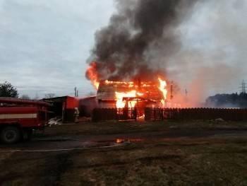 33-летний мужчина и 35-летняя женщина заживо сгорели в страшном пожаре на ул. Железнодорожной