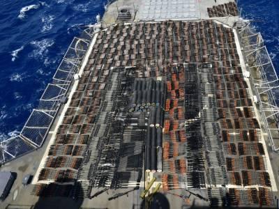 Американский крейсер задержал судно с крупной партией российского и китайского оружия