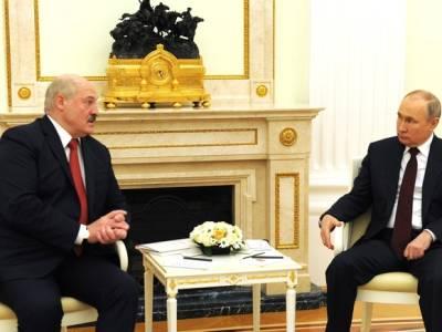 Лукашенко рассказал, что было в его чемодане на встрече с Путиным