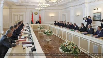 Лукашенко пообещал не оставлять в беде «Белавиа»