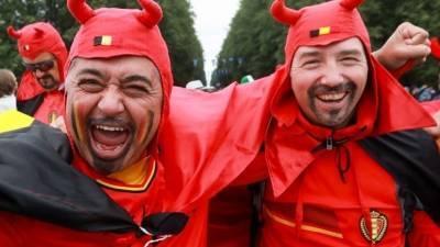 Первые футбольные болельщики прибывают в Петербург на Евро-2020 — репортаж