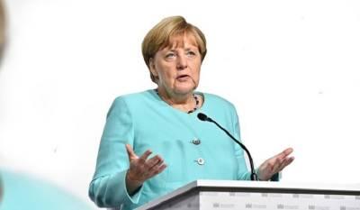 Жители российской деревни обратились к Меркель с просьбой уложить асфальт