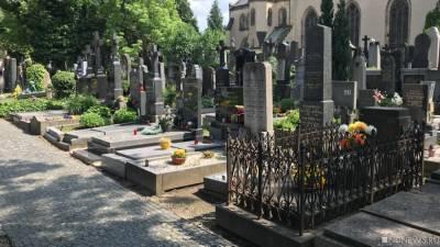 В Одессе сотрудники психдиспансера вывезли трех живых пациентов на кладбище