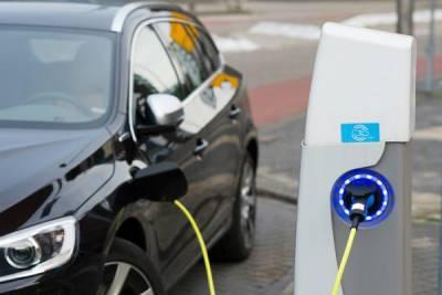 Эксперты спрогнозировали, когда в России прекратятся продажи бензиновых авто