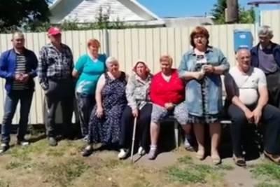 Жители сибирской деревни обратились к Меркель с просьбой починить дорогу