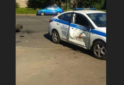 В Петербурге двое полицейских и мотоциклист попали в аварию