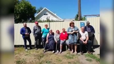 Жители омской деревни попросили Ангелу Меркель помочь уложить асфальт