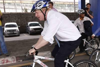 СМИ: Джонсон получил велосипед в качестве подарка от Байдена