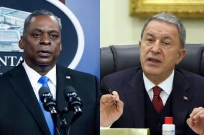 Главы Минобороны Турции и США обсудили вопросы безопасности