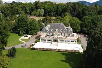 Место встречи Путина и Байдена в Женеве обнесли колючей проволокой