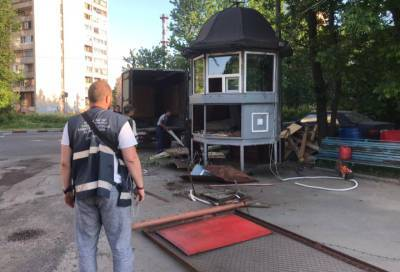 Земельные участки в пяти районах Петербурга освободили от незаконных автостоянок