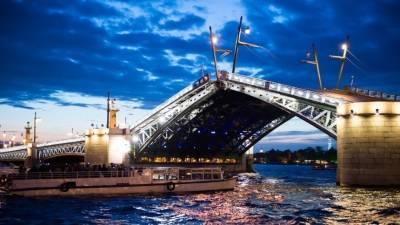 Дворцовый мост в Петербурге украсили новой подсветкой к Евро-2020 — видео