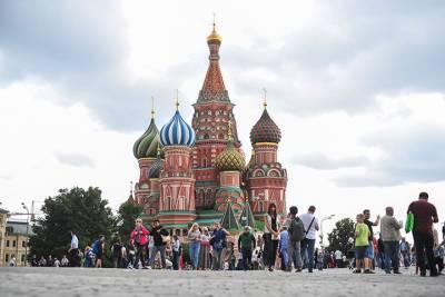 Мужчина разыграл самоубийство на Красной площади в Москве