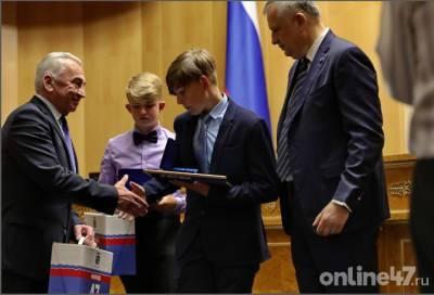 Мы — большая единая семья: Александр Дрозденко вручил награды выдающимся жителям Ленобласти