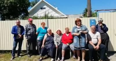 Жители российской деревни, к которым снизошел Клинтон, просят Меркель помочь с ремонтом дороги (ВИДЕО)