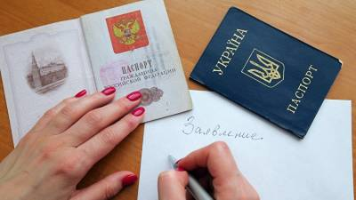Путин разрешил крымчанам с украинским паспортом занимать госдолжности